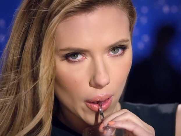 Betiltották Scarlett Johansson dögös szódareklámját