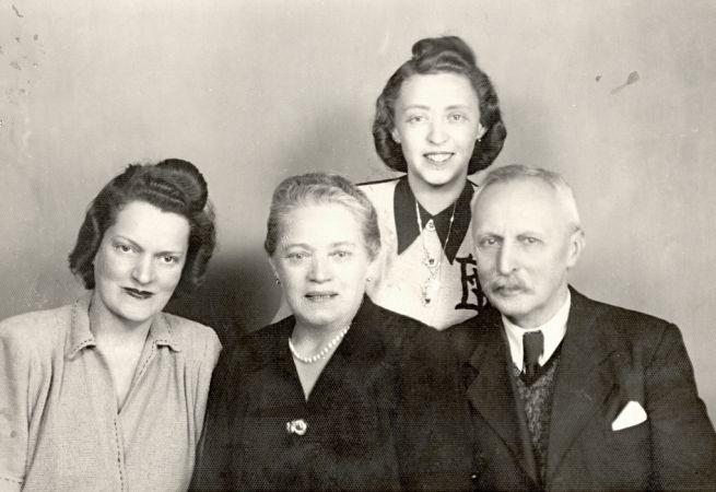 """A Szakácskönyv """"főhőse"""" Endreiné Weisz Hedvig családjával"""