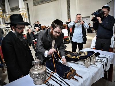 Baruch Oberlander és Köves Slómo rabbik