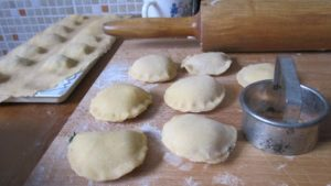 Ravioli feta e spinaci – a tésztától a kifőzésig