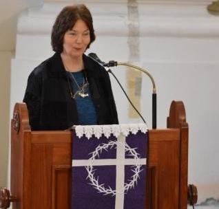 Eltűntnek nyilvánítva – Kiállításmegnyitó a Deák Téri Evangélikus Gimnáziumban Kelemen Katalin rabbi részvételével