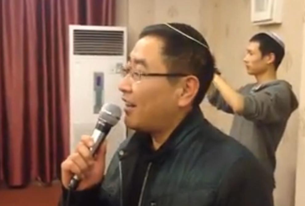 Kínai zsidók kipában héberül énekelnek széder este!