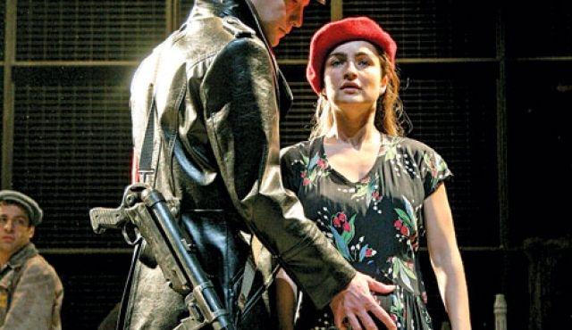 Az izraeli Cameri Színház Ghetto című darabja a Vígben