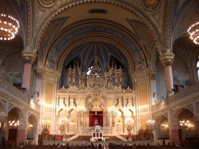 A szegedi zsinagóga belülről