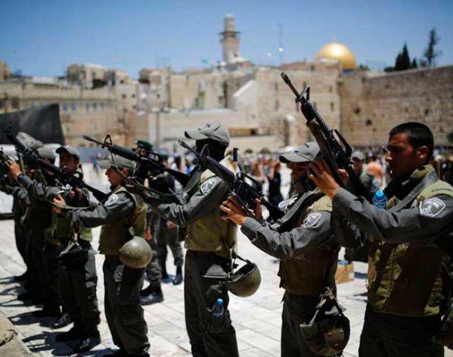 izraeli katonák a Siratófalnál