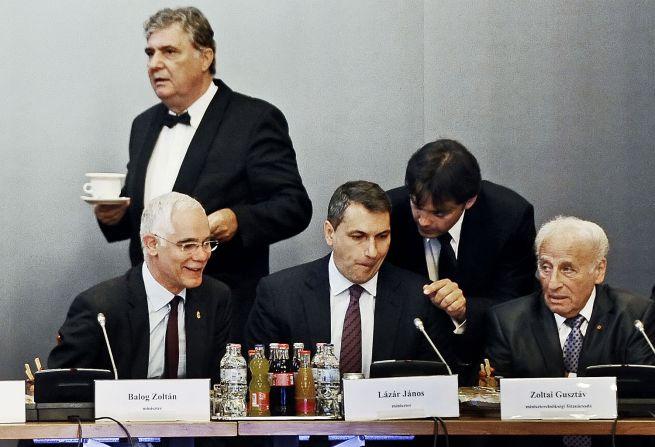 Lázár János és Zoltai Gusztáv a Zsidó Közösségi Kerekasztal ülésén (fotó: Kurucz Árpád)
