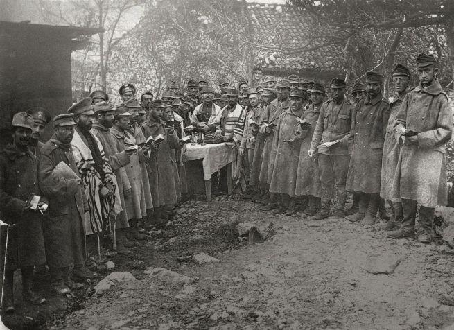 Az Osztrák-Magyar Monarchia zsidó katonái imádkozás közben