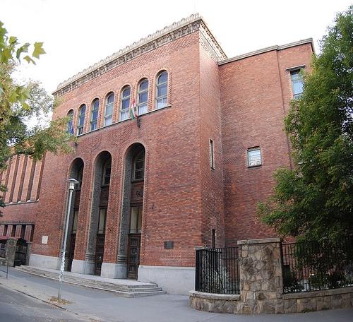 Meg kell menteni a budapesti Radnóti Gimnázium épületét