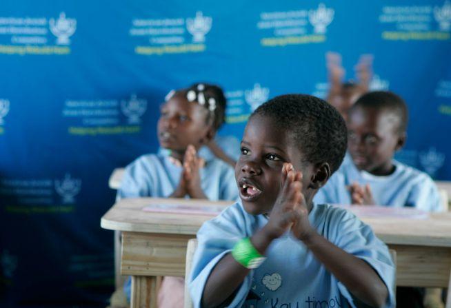 A JDC Haiti újjáépítésében is segít