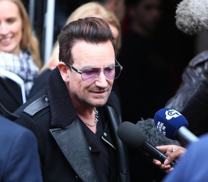 Bono állítólag haszid zsidónak öltözve bringázott NY-ban