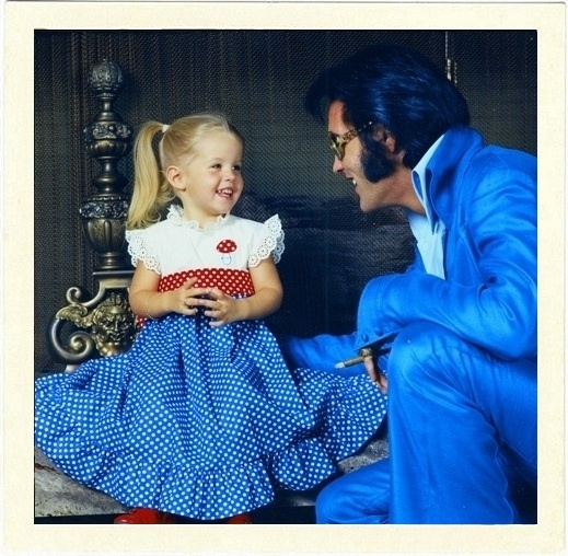 Elvis és Lisa Marie rajongásig szerették egymást. Egy 2012-es interjúban Priscilla úgy nyilatkozott, Elvis, habár imádta lányukat, mégis elvált tőle, amikor a kicsi még csak négyéves volt, hisz a karrierje mellett elvesztek az életében.
