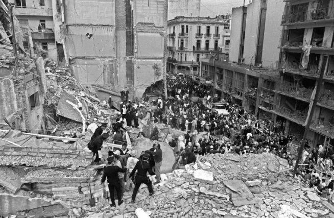 A Buenos Aires-i AMIA romjai 1994-ben AFP PHOTO / Ali BURAFI