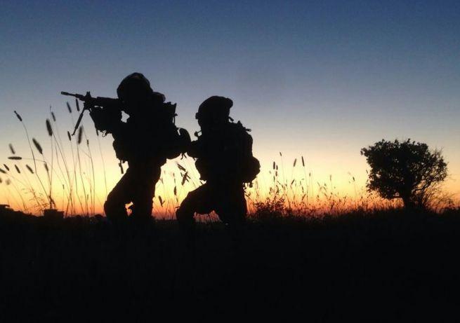 Katonák az elrabolt Eyalt, Giladot és Neftalit keresik Júdeában és Szamáriábanaria