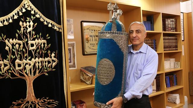 Kalandos úton érkezett egy 200 éves tóratekercs Bagdadból Jeruzsálembe