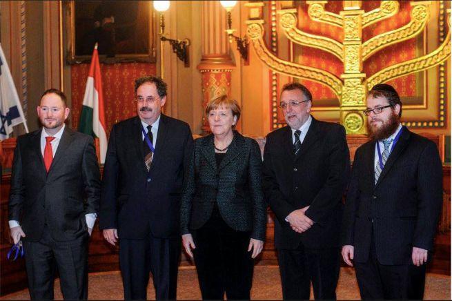 Guba Gergely, Kálmán Gábor, Angela Merkel, Heisler András, Köves Slómó (balról jobbra)