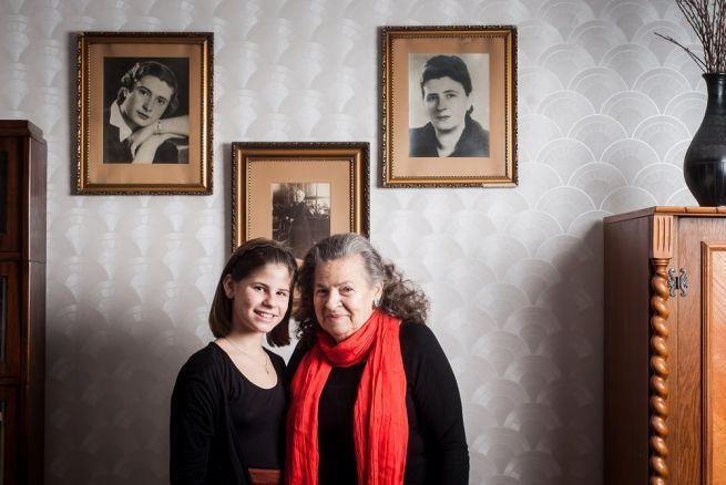 A 71 éves Évi mama és unokája