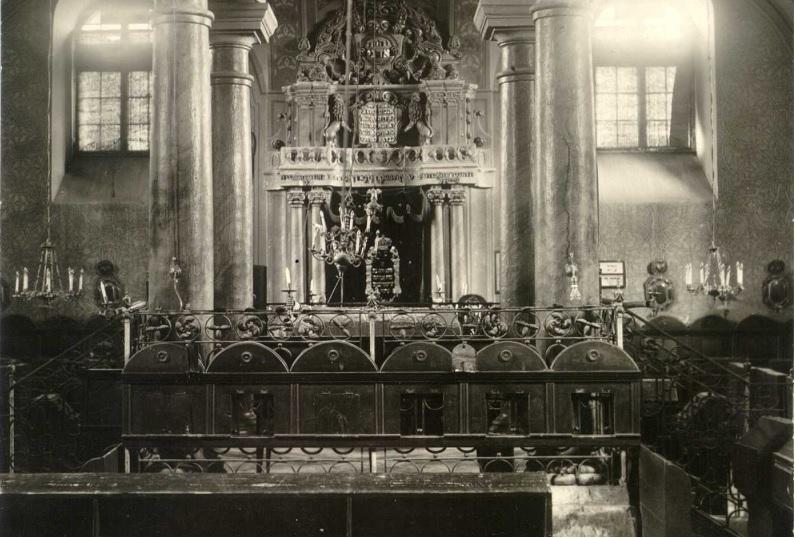 Csend és nyugalom a zsinagógában