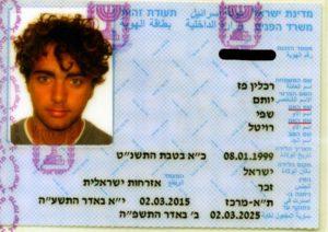 Két anya neve egy izraeli fiú személyi igazolványában
