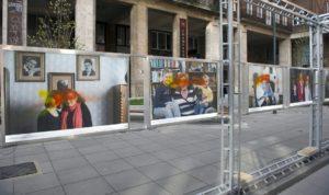 Festékszóróval rongálták meg a 70 év unokái fotókiállítást