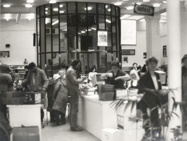 Dollárbolt vagyis Diplomatabolt az Arany J. utcai épületben