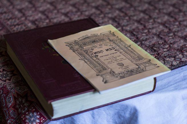 A babilóniai Talmud és a Bava Kama /Fotó: Hajmási Péter