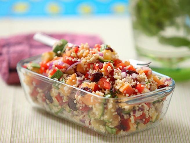 A mi izraeli konyhánk: őszibarackos és cukkinis bulgur saláta