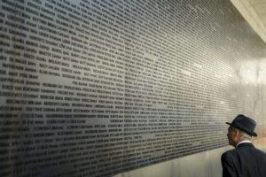 6000 zsidó áldozat neve a falon