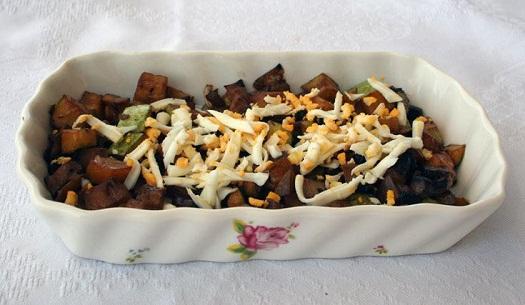 Cukkini saláta – gombával, tojással és szójaszósszal