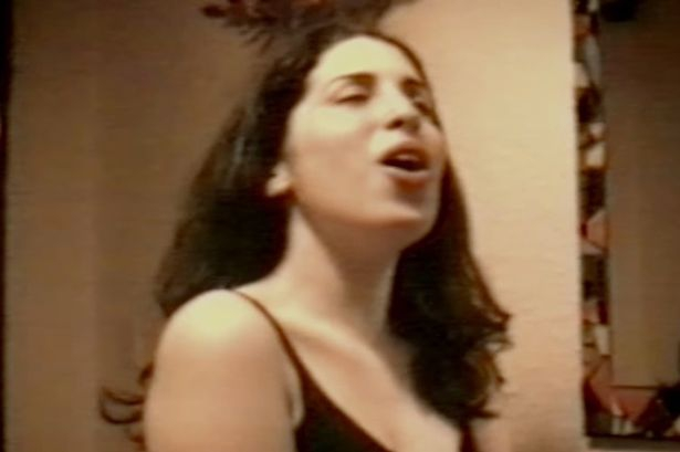 Amy Winehouse 14 évesen is gyönyörűen énekelt!