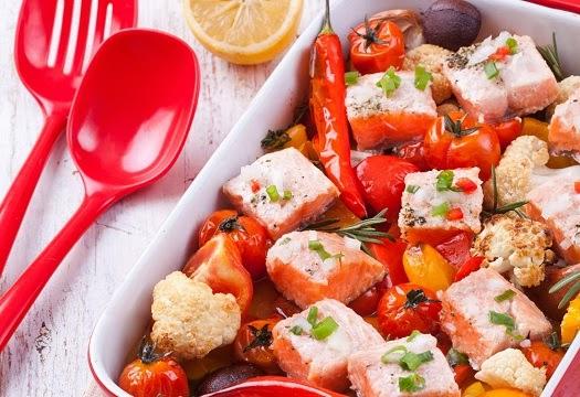 A mi izraeli konyhánk: sült lazac zöldségekkel és kakukkfűvel