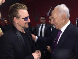 """Bono: """"Peresz a békének szentelte az életét"""""""