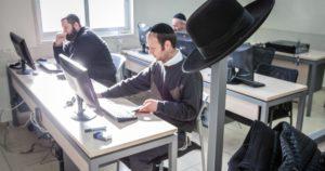 Izraelben már az ultraortodoxok is programozni tanulnak