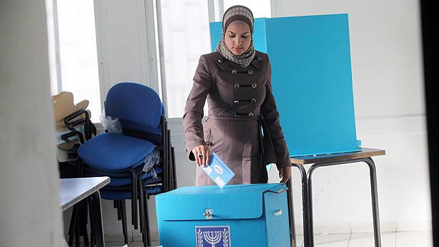 palesztin nő szavaz Jeruzsálemben