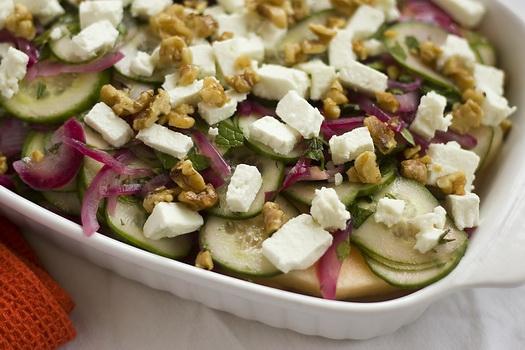 A mi izraeli konyhánk: sárgadinnye és feta sajt saláta