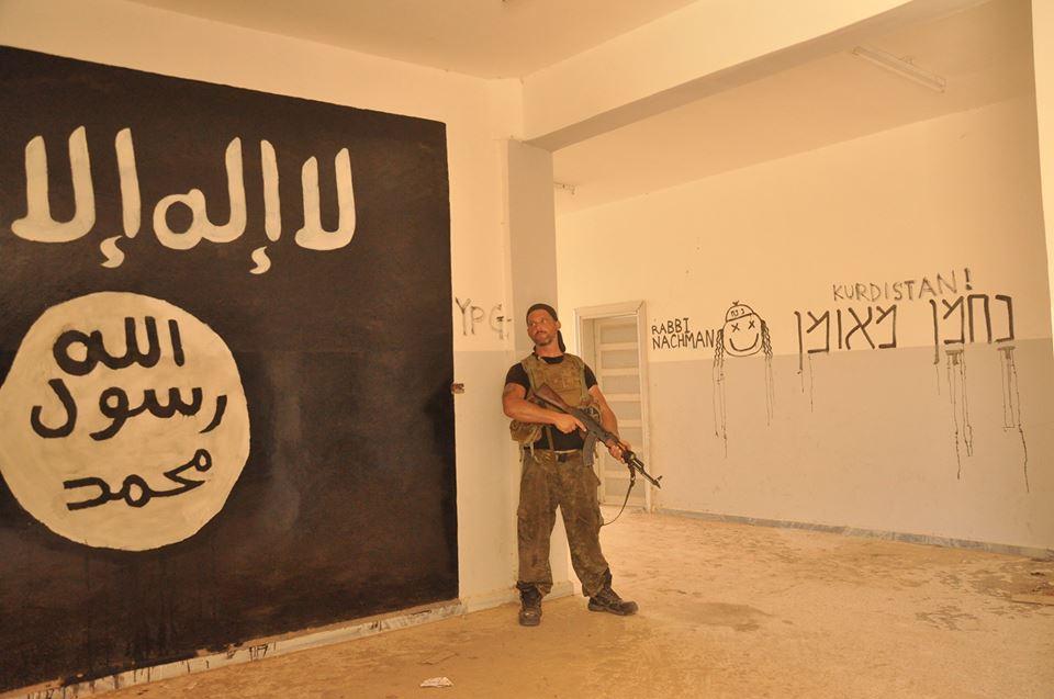 Alijázna az ISIS ellen harcoló férfi
