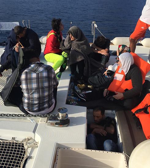 szír és iraki menekültek az izraeli jachton