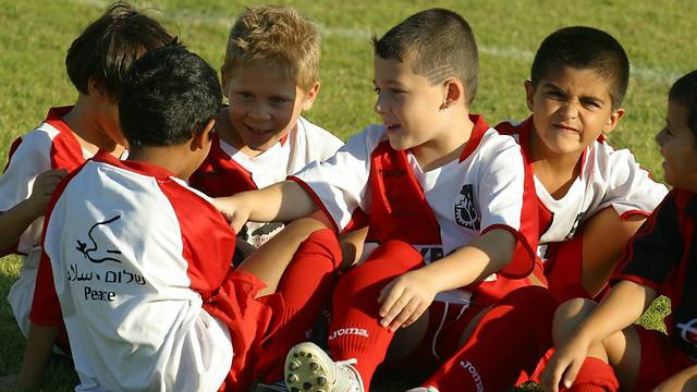 Békére oktató iskolai programok az agresszió ellen