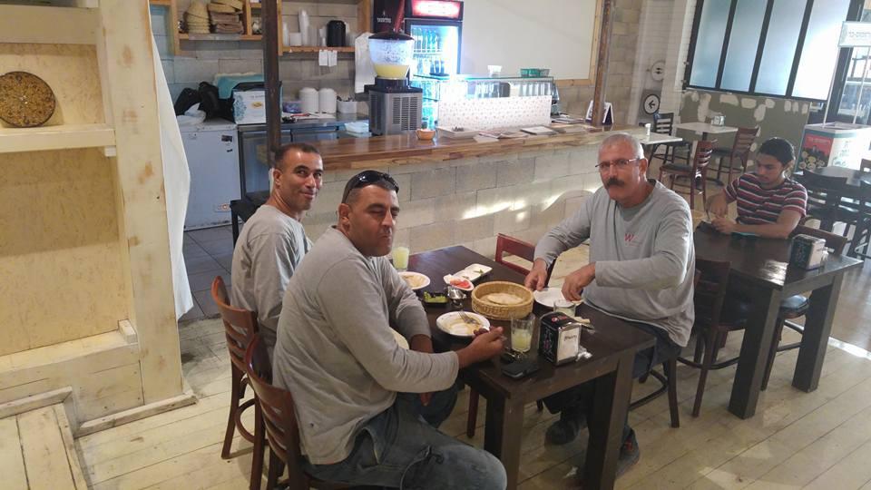 Fél áron ehetnek a zsidók és az arabok, ha egy asztalhoz ülnek