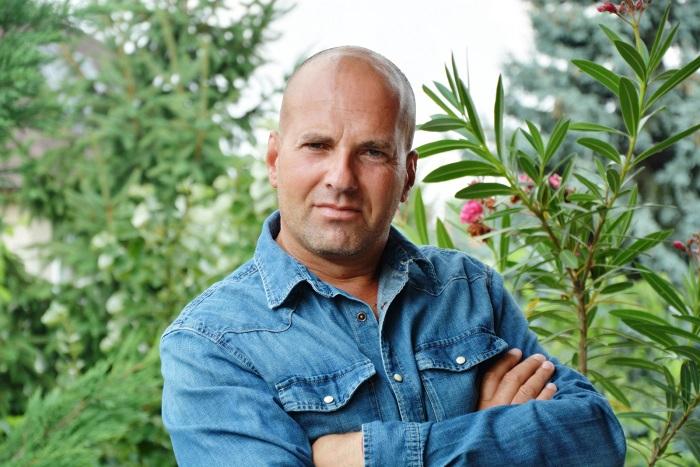Gantner Ádám: A szobapincér