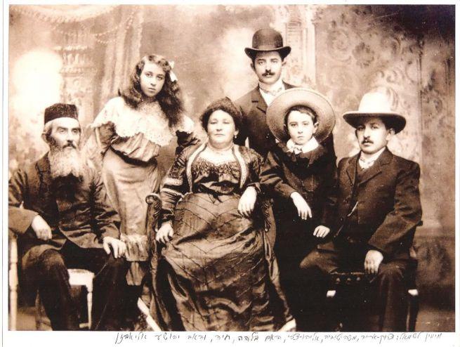 Az ötéves Moshe Tuvias és családja