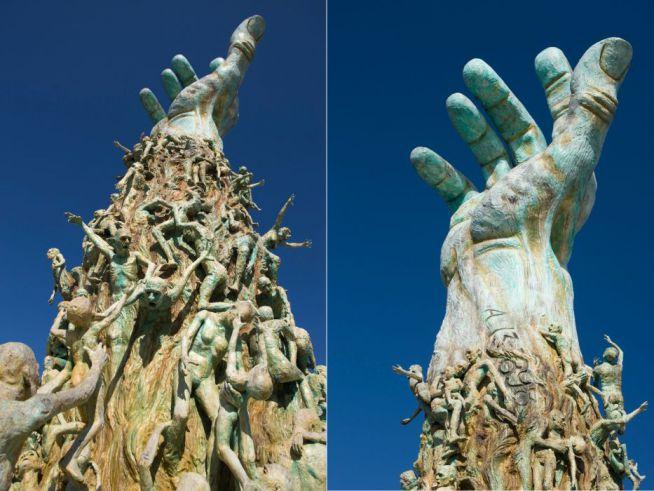MIAMI – Kenneth Treister tervezte azt a floridai emlékművet, melynek központi eleme a segítségért nyúló kar.