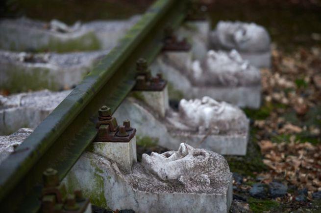 SCHWERTE – A nyugat-németországi Schwertében ezzel az emlékművel hajtanak fejet a koncentrációs tábor áldozatai előtt, ahol 56 000 zsidó veszítette életét a második világháború során.