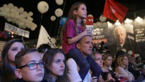 Százezren emlékeztek a húsz évvel ezelőtt meggyilkolt Jichák Rabinra