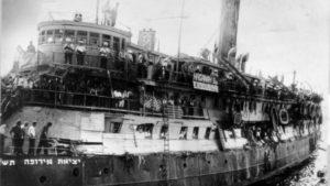 Elárverezik a híres Exodus hajó izraeli zászlaját