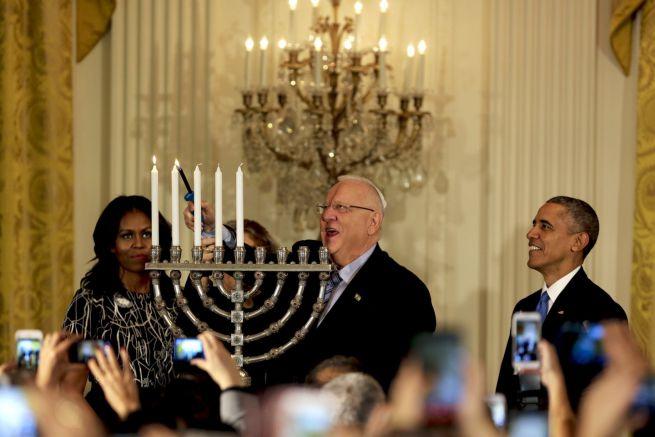 Barack és Michelle Obama Reuven Rivlin izraeli elnökkel ünnepel a Fehér Házban