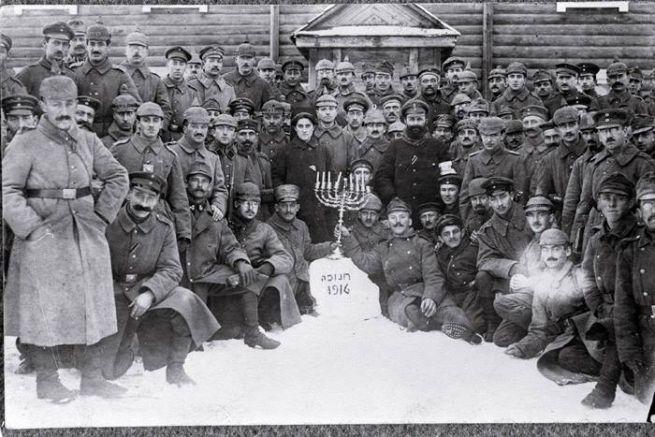 A Monarchia és Németország zsidó katonái 1916-ban a hanukát ünneplik a keleti fronton