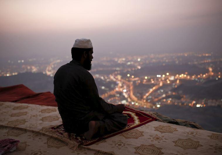 A brit főrabbi szerint az iszlámot is tanítani kéne a zsidó iskolákban
