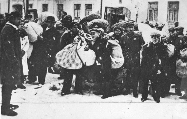 Az egyik grodnói gettóban lakó zsidók deportálása, 1943