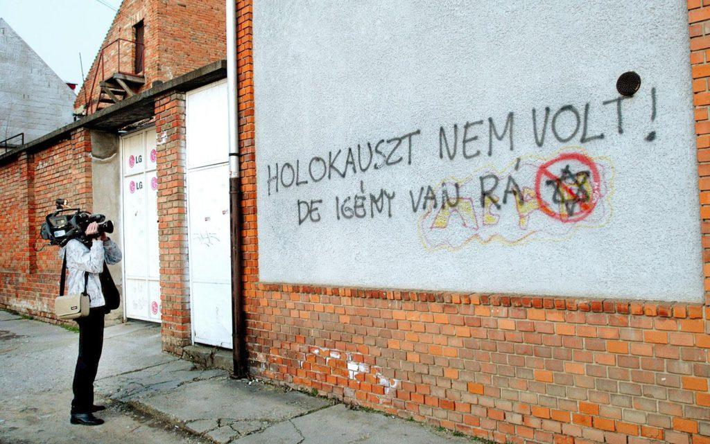 Káros vagy hasznos a holokauszttagadást tiltó törvény?