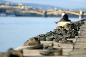 Végre eltemetik a nyilasok Dunában talált áldozatait
